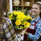 花を売る女性の画像
